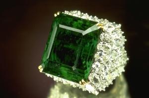 Chalk-Emerald-Ring
