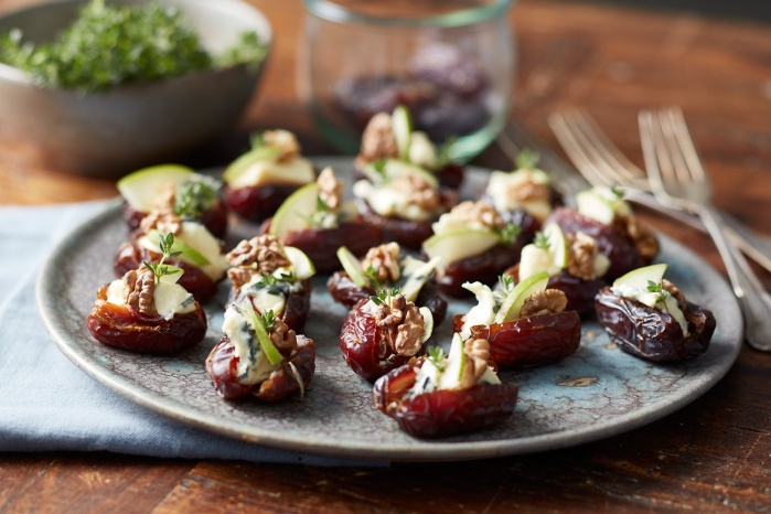 stuffed-dates-with-creamy-blue